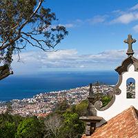 Vue sur la baie de Funchal depuis Monte