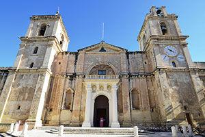 La façade de la Co-cathédrale Saint-Jean