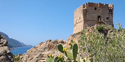 Exemple de tour génoise carrée en Corse