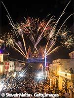 Feux d'artifice dans les rues maltaises