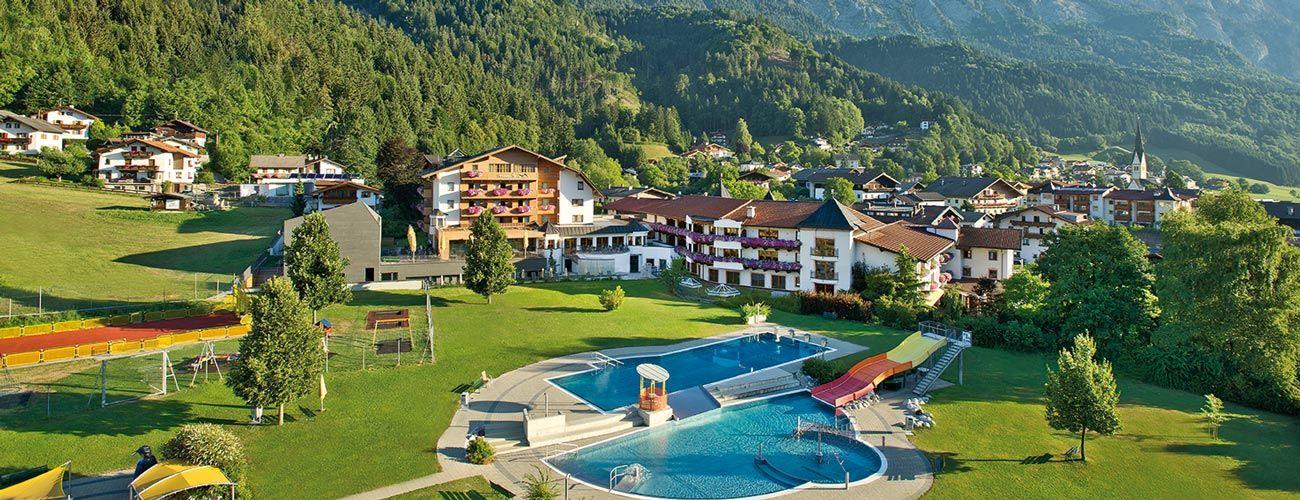L'hôtel Schwarzbrunn en été